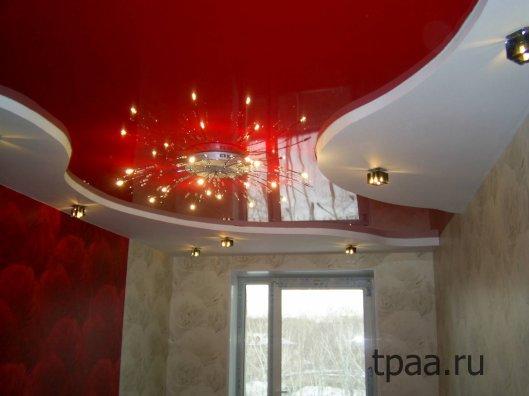Двухцветные натяжные потолки в зале: несколько вопросов